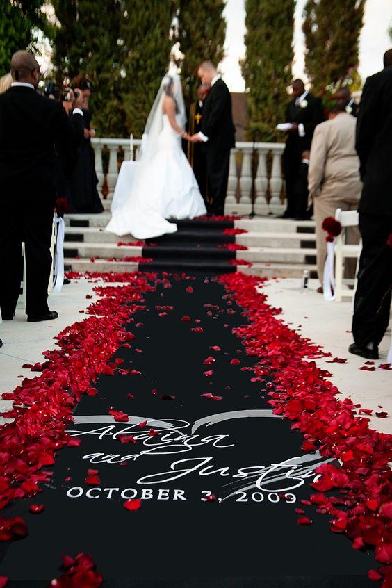 czarny kolor na ślubie - dywan