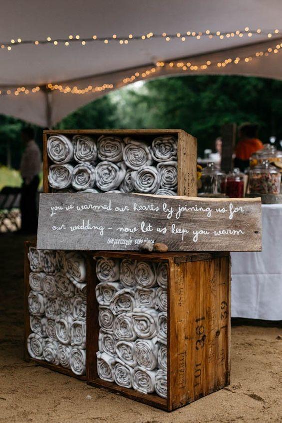 ekspozycja koców na przyjęciu weselnym