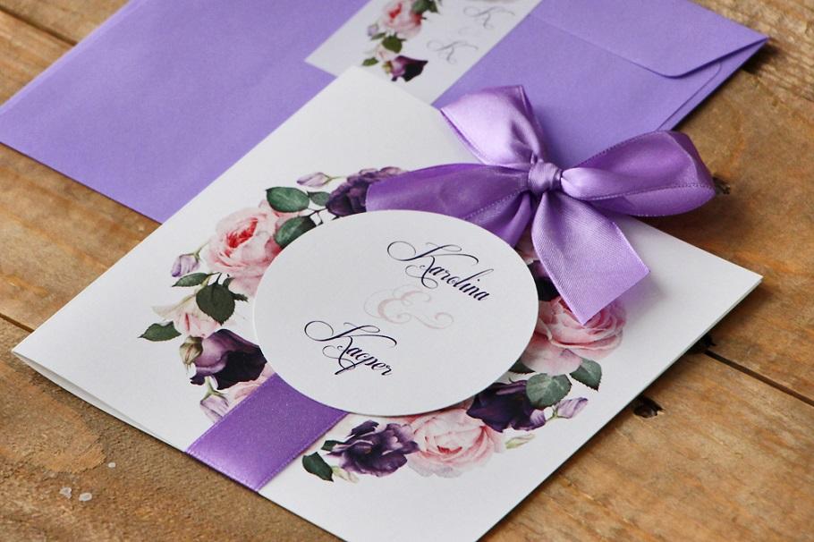 fioletowe kwiatowe zaproszenia ślubne