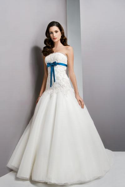 Ogromny Suknie Ślubne z Kolekcji OreaSposa 2010 od Susan Blanche TV32