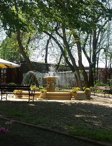 plener, fontanna, ogród